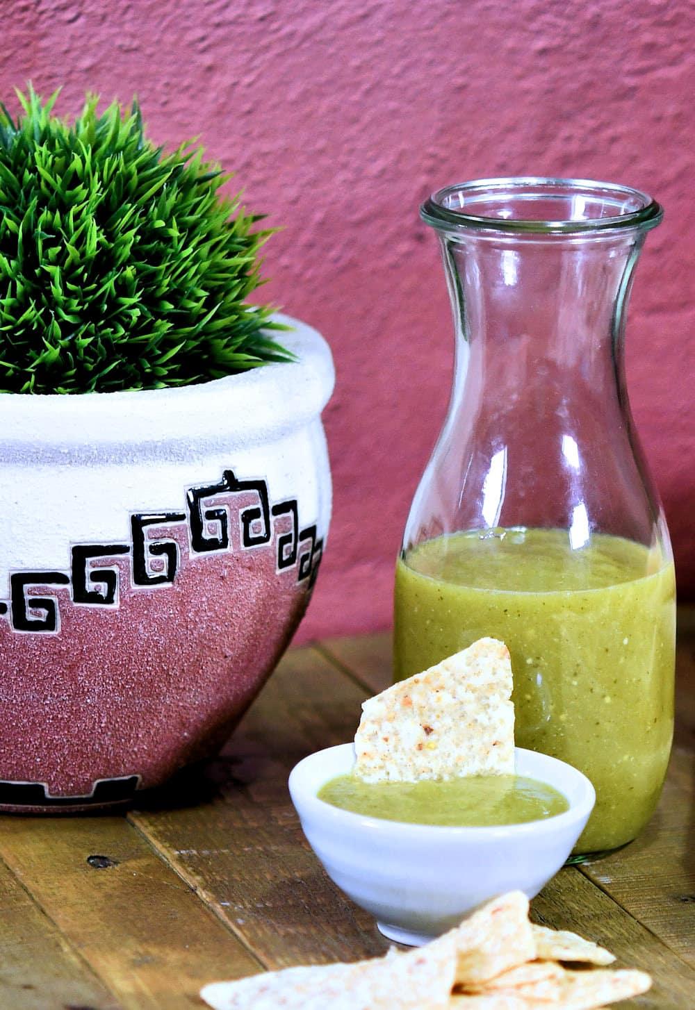24bite: Salsa Verde Mexican Restaurant Style Recipe by Christian Guzman